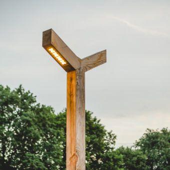 Lantaarnpaal van hout de Sterrenberg